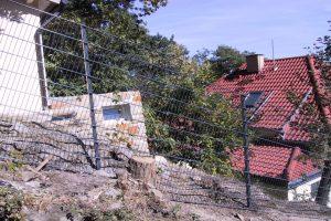 Zaun in Hanglage